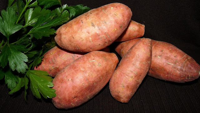 Sweet potato : Health benefits of sweet potatoes, nutritional facts and calories in sweet potato.