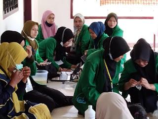 Mahasiswa KKN Kelompok 408 Universitas Malikussaleh Membuat Sabun Cuci Tangan dan Hansanitizer Untuk Masyarakat