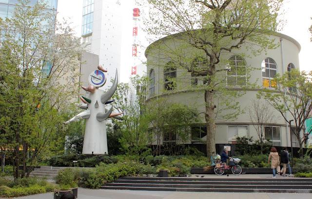 「明日の神話」に記念館にお墓も??東京で見れる岡本太郎の作品9つ【a】  若い時計台 銀座数寄屋橋公園