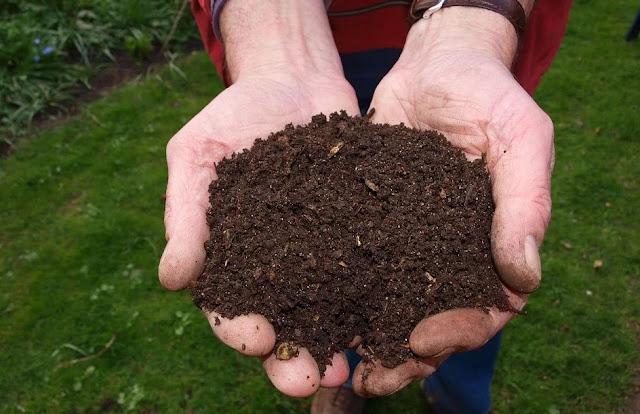 Mempertahankan Tumpukan Kompos