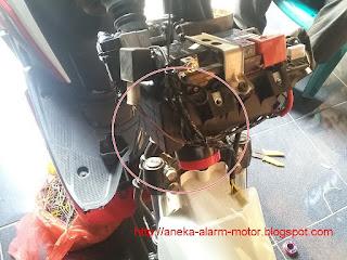 cara pasang alarm motor pada Yamaha Xeon Karbu 125
