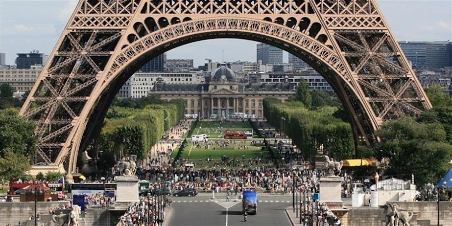 Το Παρίσι επιμένει στη στρατηγική αυτονομία της Ευρώπης