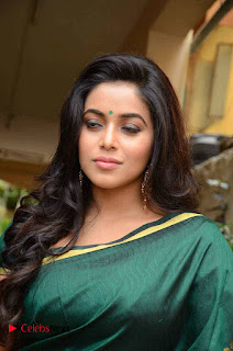 Poorna Looks Fabulous in Green Saree Stunning Cute Beauty at SR Fashion Studio Launch