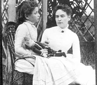 About Helen Keller in Hindi