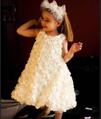Model baju pesta anak perempuan dengan detail bunga