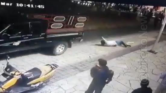 moradores amarram prefeito arrastam ruas direito