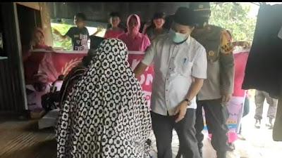 Hadiri Pembagian Sembako, Camat Tempe Ingatkan Warganya Shalat Idul Adha Dengan Perotkes