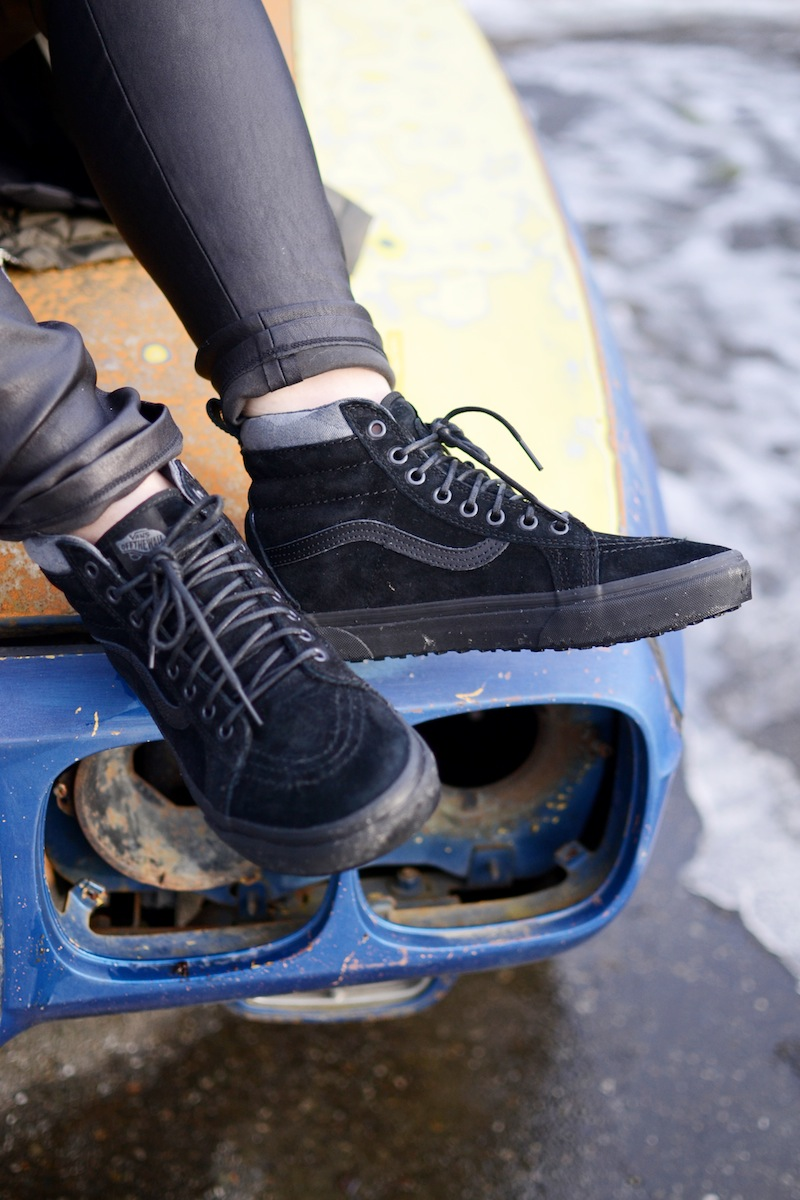 Vans sk8-hi mte black on black suede outfit