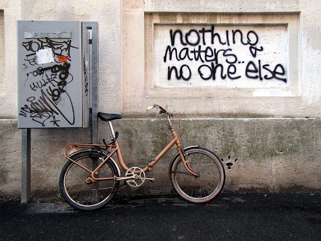Nothing matters, no one else, Fade to Black graffiti, Livorno