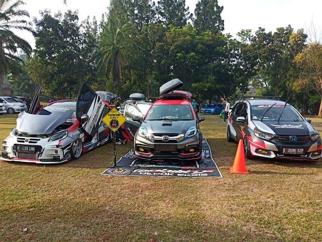 Ikut Memeriahkan Anniversary IAS DKI yg Ke-1 Silverians mengirimkan salah satu membernya dalam kegiatan Car Display