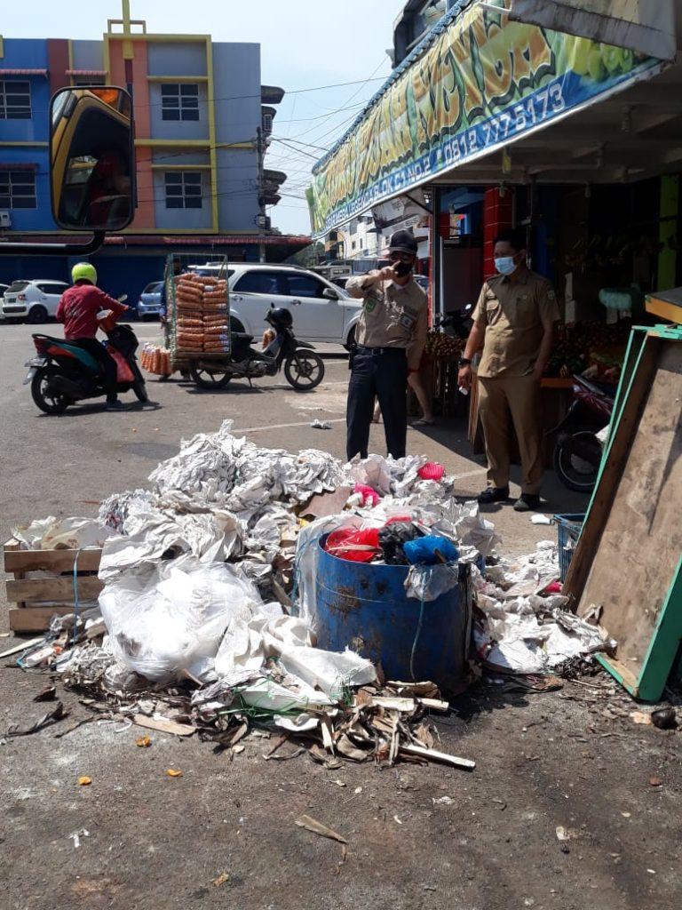 DLH Kota Batam Lakukan Patroli Rutin Terhadap Masyarakat dan Ruko Yang Buang Sampah Sembarangan