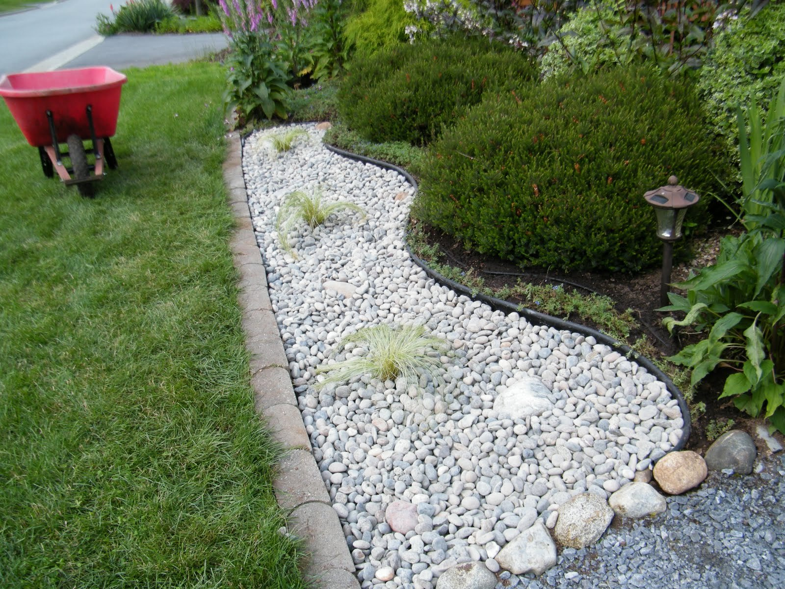 Home and Garden Design: decorative mosaic garden stepping stones