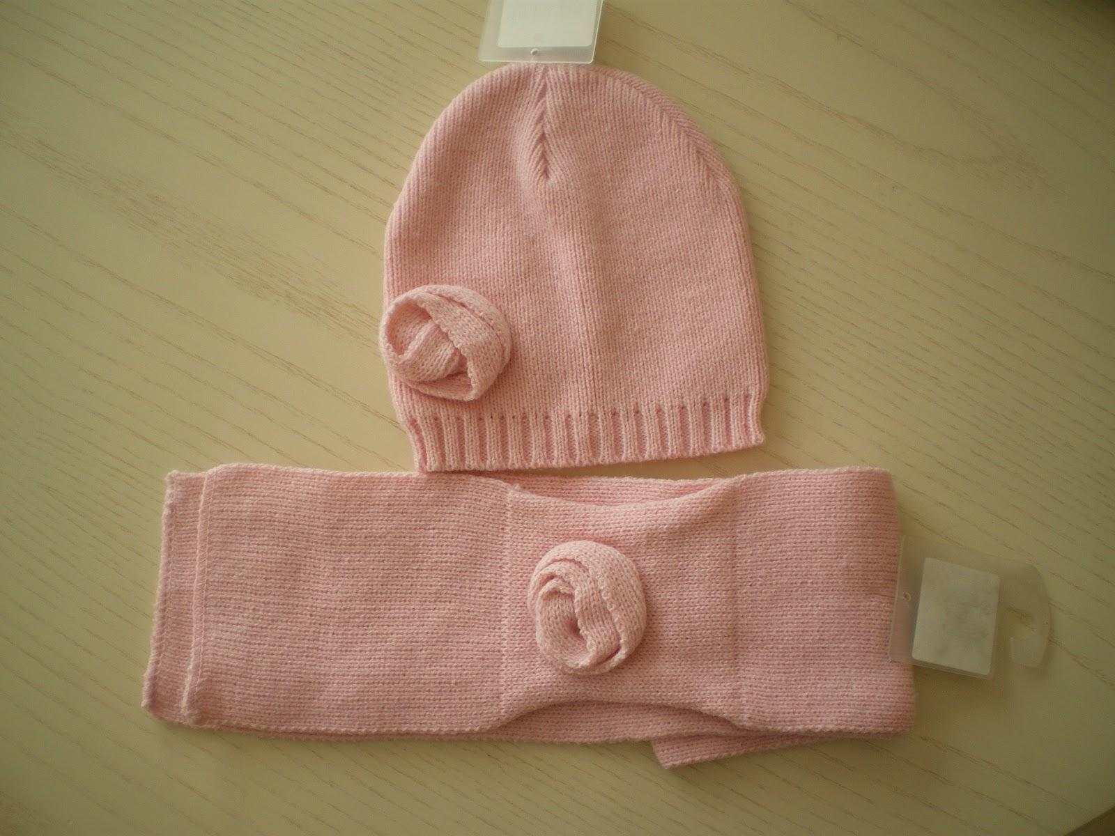 2e19ddab5301 Ensemble bonnet + écharpe. Rose Bonnet 44 48cm écharpe 80cmx10cm. Elle se  passe dans lepassant sous la rose 100% acrylique - lavable à 30°C