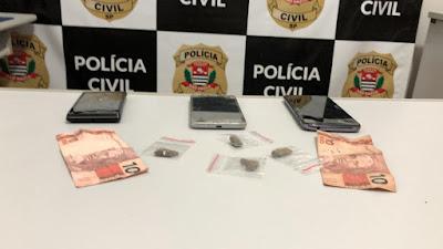 Polícia Civil realiza investigação contra o tráfico de drogas e crimes patrimoniais que resulta na prisão de um homem e apreensão de um menor