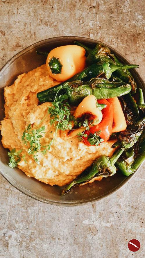 Rezept für selbstgemachte Polenta aus frischen, gerösteten Maiskolben und spicy Chorizo-Öl #polentaschnitten #rezepte #polenta #herzhaft #süß #parmesanpolenta #vegetarisch #chorizo #chorizoöl #rezept #selbermachen #polentaauflauf #mais #thermomix #chorizo #spanisch #chorizoöl #tm31 #tm5 #cremige #mit_pilzen #pilze #gemüse #gulasch #beilage #mais #grieß #maisgrieß #instant #arthurstochterkocht #foodblog #gewürzöl