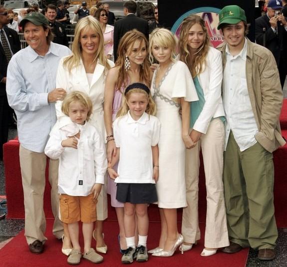 Family Actress - Online Games: elizabeth olsen family