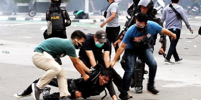 AJI: Polisi Intimidasi Jurnalis untuk Hilangkan Bukti Aniaya Peserta Demo