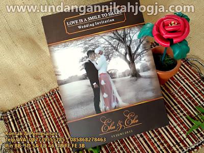 Undangan pernikahan lipat 3 unik khas Jogja
