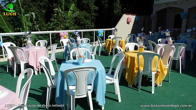 Toalhas e enfeites para a mesa dos convidados