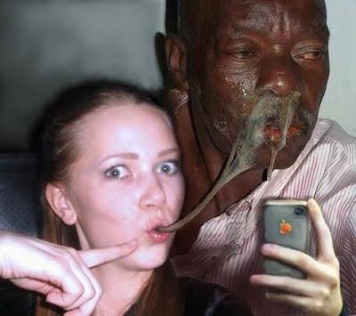 Ekelhafte Fotomontage - Selfie mit Rotz aus Nase
