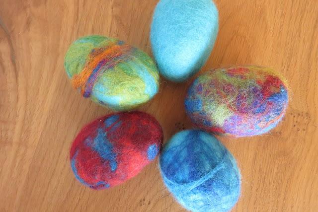 Eier bunt umfilzen