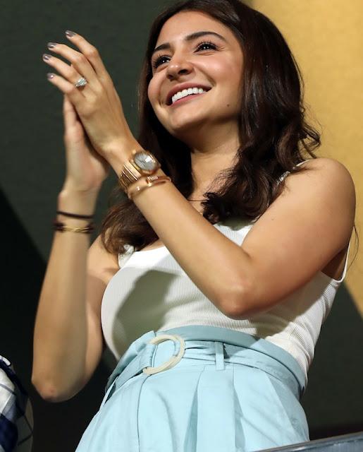 Anushka Sharma Looks Flawless as She Cheers For Virat Kohli