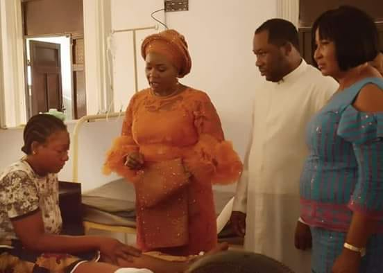 BENUE FIRST LADY VISITS SURVIVOR OF BENUE LINKS ACCIDENT