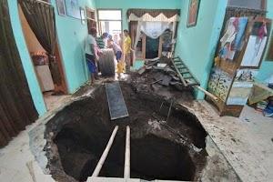 Lantai Rumahnya Tiba-tiba Amblas dan Berlubang Besar, Supadiyo: 16 Tahun Ditempati Baru Ada Kejadian Ini