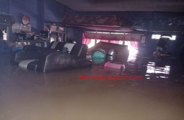 Hampir 2 Meter Ketinggian Air Melanda Desa Muara Maruwei Akibat Banjir