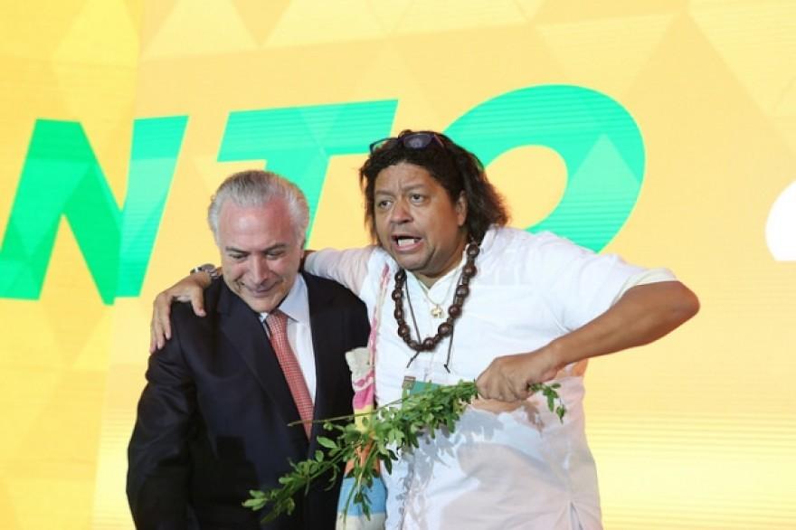PMDB pagou hotel 4 estrelas para pai de santo que recepcionou Temer em Brasília