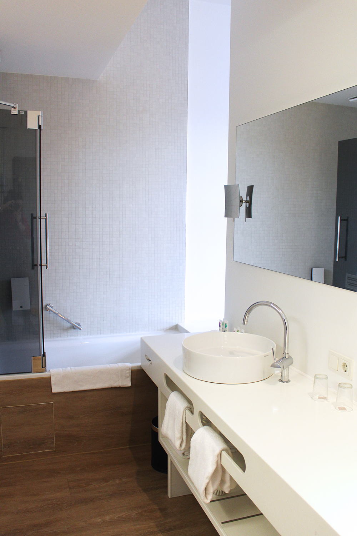 Bathroom at Ellington Hotel, Berlin - travel & lifestyle blog