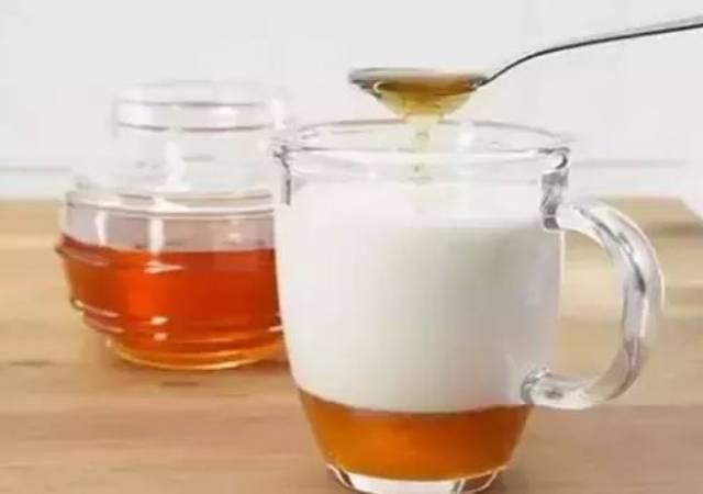 7 Amazing Benefits of Having Milk with Honey