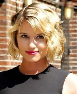 Short Wavy Simple Bob Hairstyle