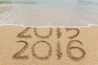 2015 2016 escrito en la playa