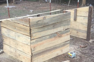 easy and cost effective way to build a goat shed, goat shelter idea, how to build a goat shelter, ideas for building inexpensive goat shelters, inspiring goat shed, learn how to build a goat shelter
