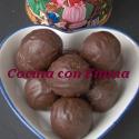Yemas de coco con cubierta de chocolate
