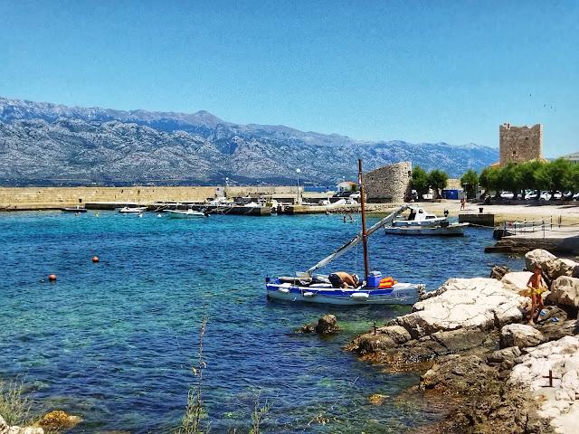 widok na zamek Razanac, zatok, port, morze, Velebit