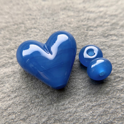 Handmade lampwork glass heart bead by Laura Sparling made with CiM Lunar