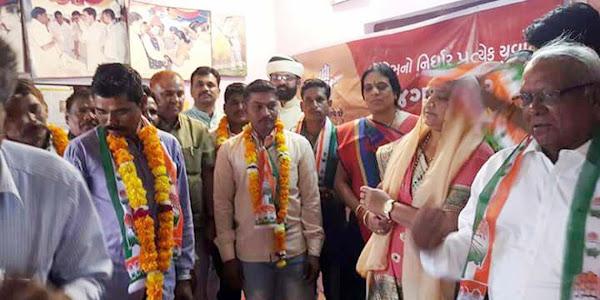 जिपं अध्यक्ष सुश्री भूरिया गुजरात चुनाव प्रचार-प्रसार में सक्रिय दो वाहनों में कार्यकर्ताओं के साथ रवाना हुई