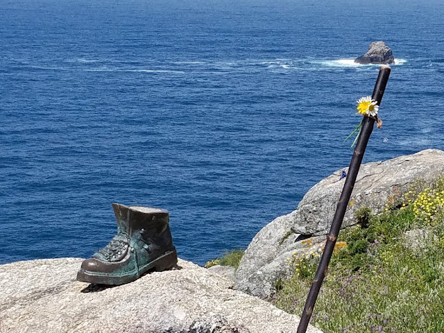 Bronze hiking boot pays homage to the pilgrim's journey and the tradition mentioned above. Photo: © Lisa Foradori.