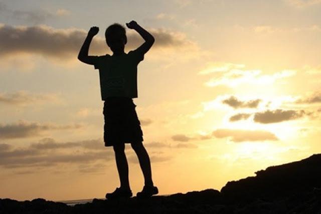 Tips Agar Anak Kuat Mental dalam Menghadapi Kerasnya Kehidupan
