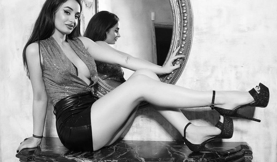 AllisonBee Model GlamourCams