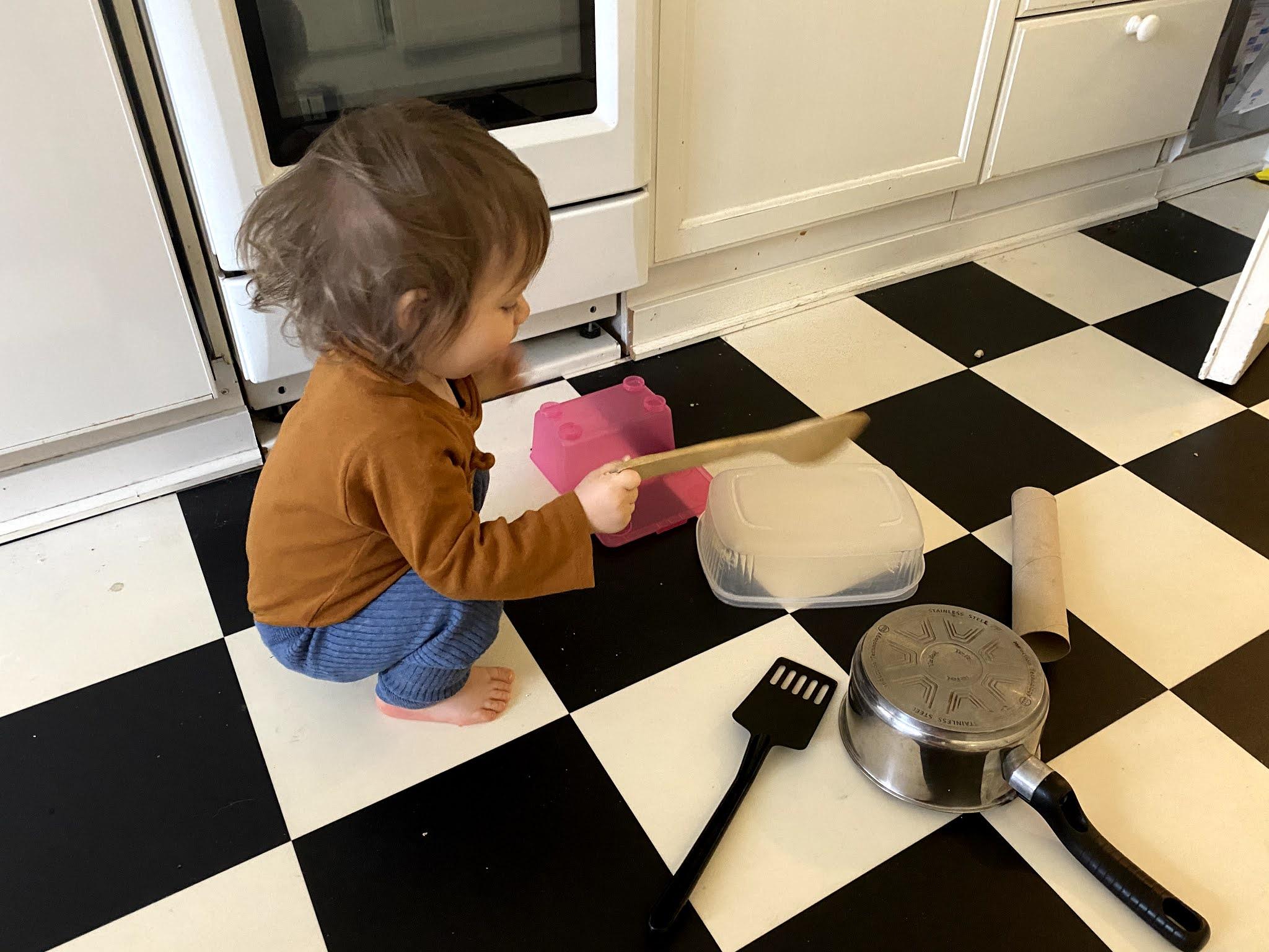 yksivuotiaan lempileikki löytyy keittiöstä