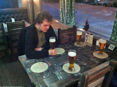 Lustige Bier Bilder - alleine vier Bier trinken - Ohne Freunde
