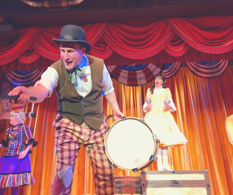 Activities And Shows To Book In Walt Disney World | Hoop De Doo Musical Revue will keep you entertained for hours!
