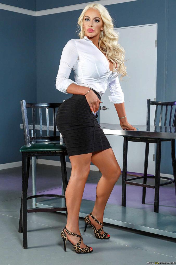 Nicolette Shea Hot Photos in Skirt