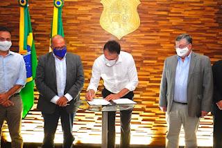 Governo do Ceará assina memorando para instalação de refinaria de petróleo na ZPE