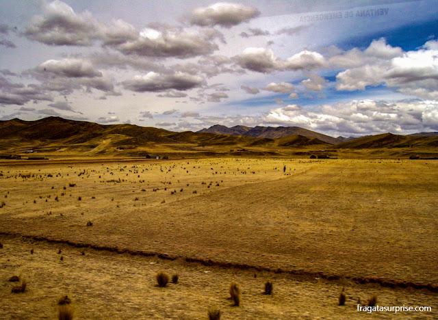 Estrada entre Puno e Cusco, no Peru