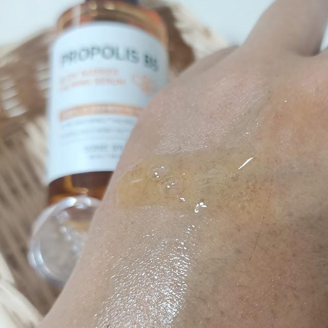 tekstur dan ingredients some by mi propolis b5 glow barrier calming serum