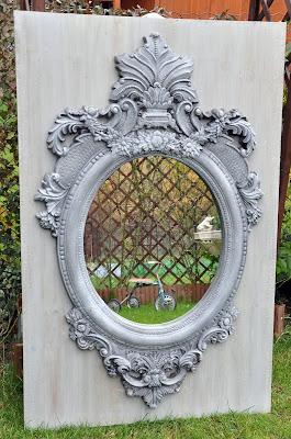 Pałacowe lustro – mocno patynowane.